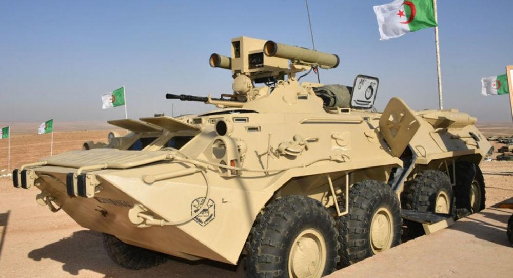 """Algierski BTR-80 z zainstalowanym systemem przeciwpancernym """"Kornet-E"""""""