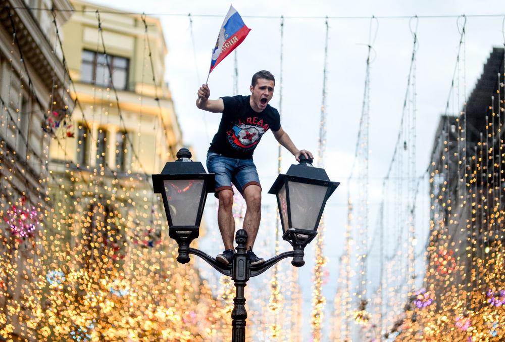 Kibic po zwycięstwie Rosji nad reprezentacją Hiszpanii