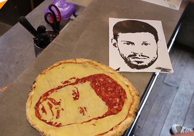 Rosyjski napastnik Fiodor Smołow został uwieczniony… na pizzy!
