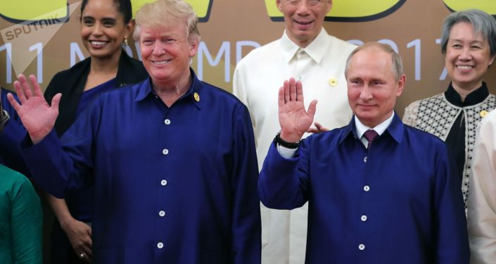 Prezydent Rosji Władimir Putin i prezydent USA Donald Trump na szczycie APEC