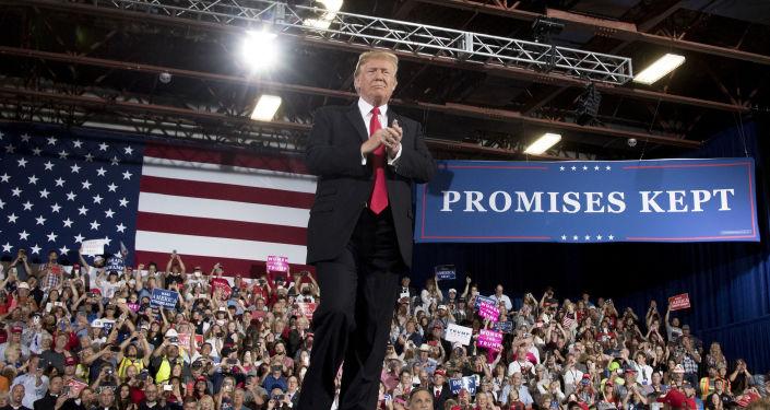 Prezydent Stanów Zjednoczonych Donald Trump podczas przemówienia na wiecu w Montanie