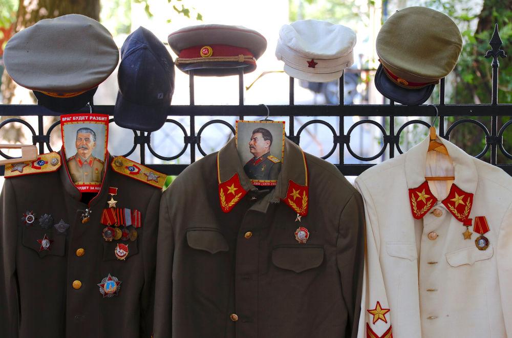 Radzieckie mundury wojskowe, które mogą przymierzać turyści