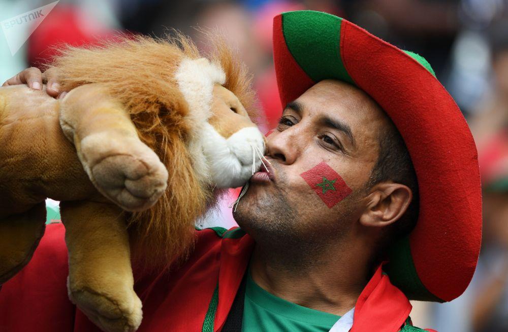 Kibic przed meczem MŚ 2018 Portugalia-Maroko