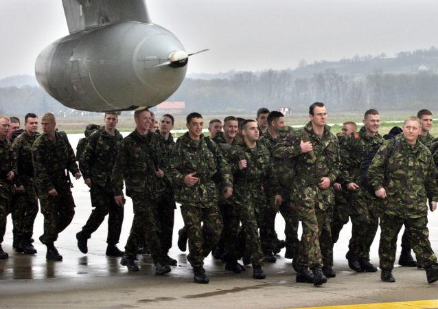 Brytyjscy żołnierze w Banja Luce. Zdjęcie archiwalne