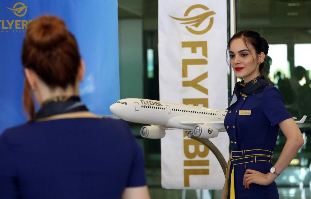 Stewardessa Fly Erbil w Iraku