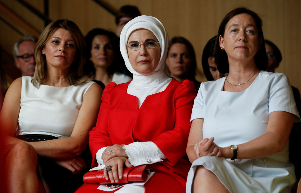 Żona prezydenta Bułgarii Desislava Radeva, pierwsza Dama Turcji Emine Erdogan i żona sekretarza głównego NATO Ingrid Schulerud