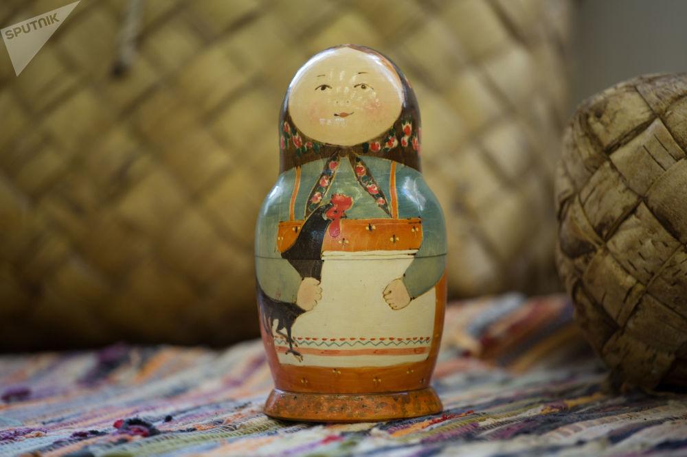 """Zabawka """"Matrioszka"""" w muzeum rosyjskich zabawek w Kremlu Izmajłowskim"""