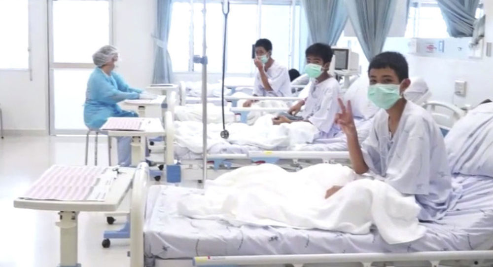 Uratowane dzieci z tajlandzkiej jaskini w szpitalu