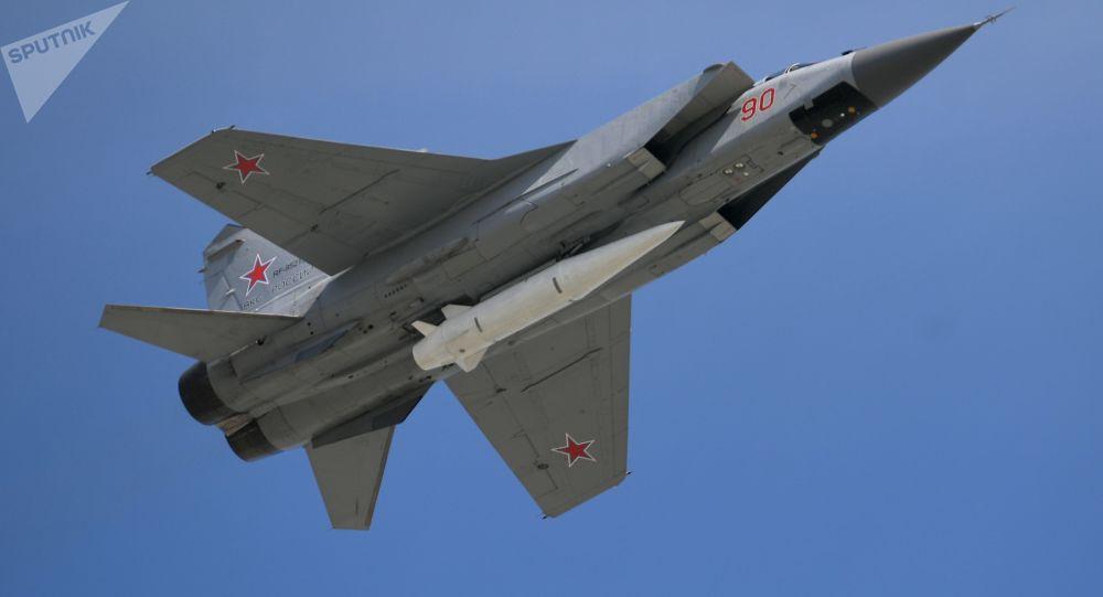 Mig-31 z Kinżałem