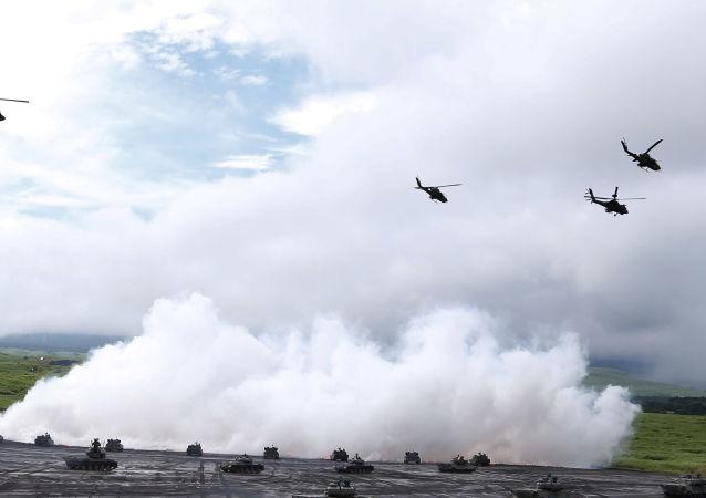 Śmigłowce podczas ćwiczeń wojskowych w Japonii