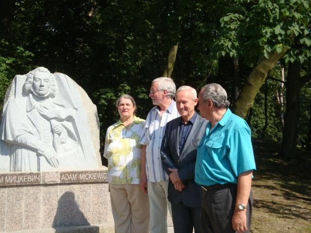 Konsul ds kultury i promocji w konsulacie RP w Kaliningradzie pan Ryszard Sosiński (trzeci z lewej)