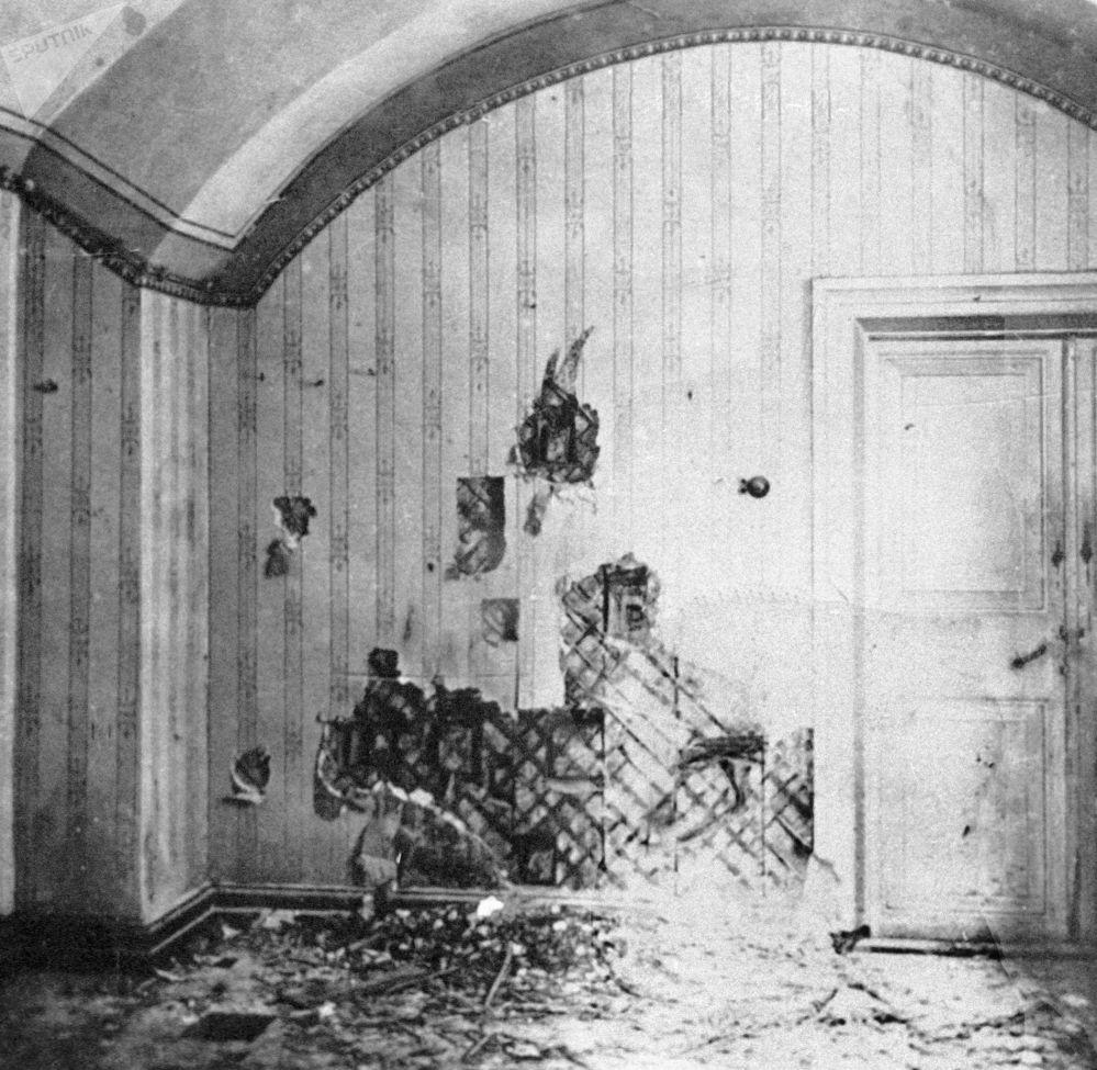 Dom inżyniera Ipatiewa w Jekaterynburgu, w którym rodzina carska spędziła ostatnie dni swojego życia. W tym pomieszczeniu rozstrzelano członków rodziny carskiej