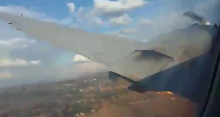 Stopklatka z wideo nagranego przez pasażera podczas upadku samolotu w RPA