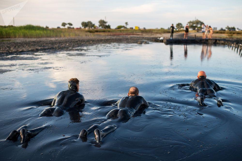 Kąpiele błotne na Krymie (Jezioro Czokrak)