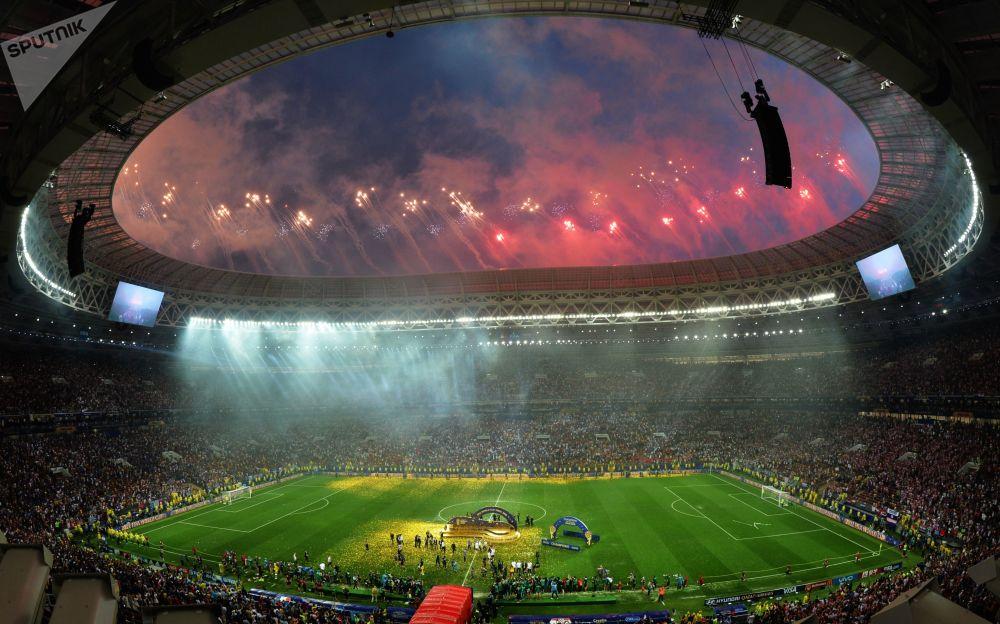 Pokaz fajerwerków z okazji zakończenia Mistrzostw Świata w Piłce Nożnej 2018