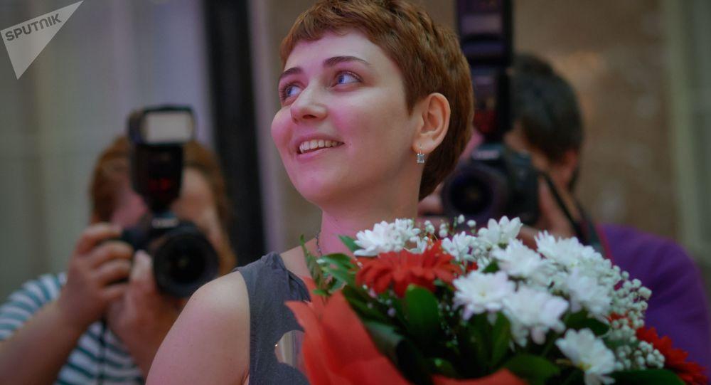 """Pisarka Anna Starobiniec na ceremonii wręczenia nagrody literackiej """"Bestseller Narodowy"""" w Petersburgu"""