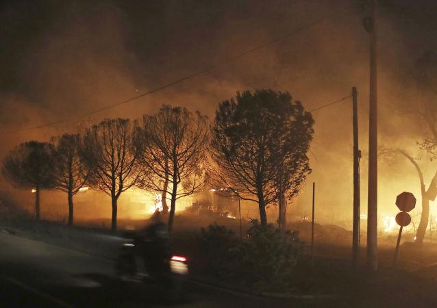 Pożar na wschodzie Aten
