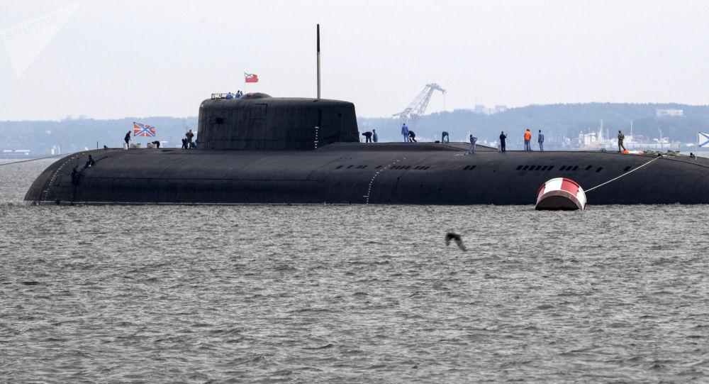 """Atomowy podwodny krążownik rakietowy """"Orzeł"""" po próbie parady z okazji Dnia Marynarki Wojennej w Kronsztadzie"""
