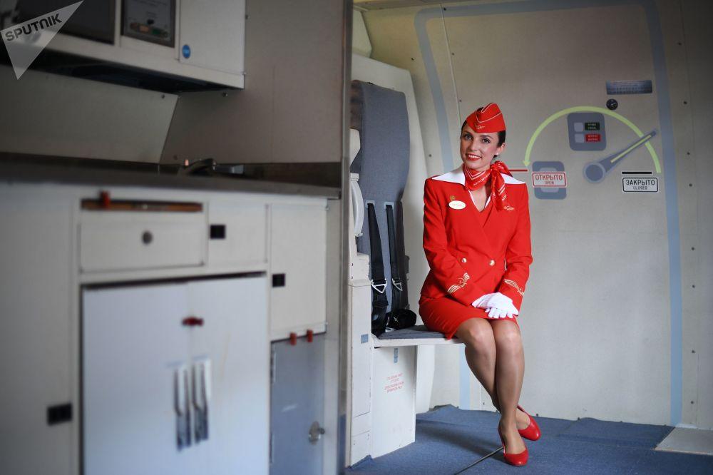 Instruktorka stewardów linii lotniczych Aerofłot