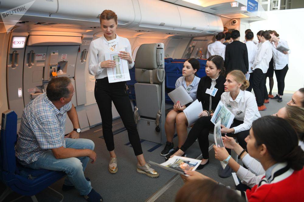 Szkolenie stewardów linii lotniczych Aerofłot