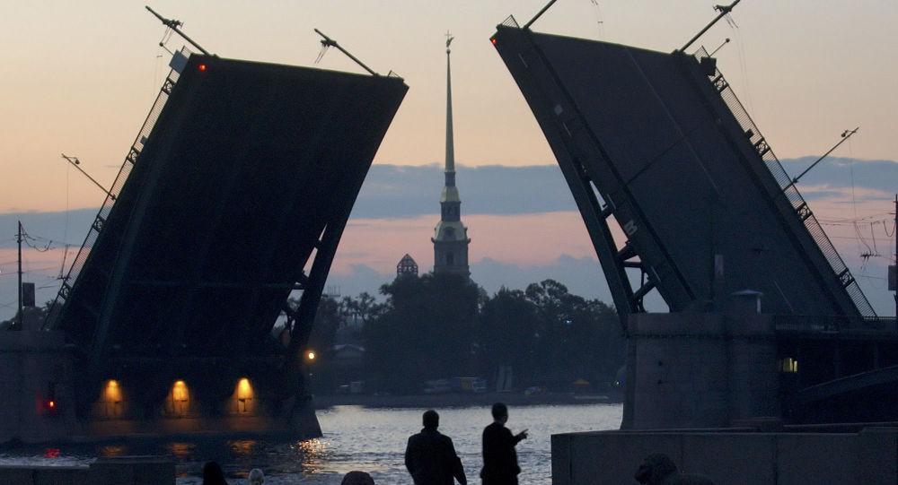 Petersburg o 3.00 w czasie białych nocy