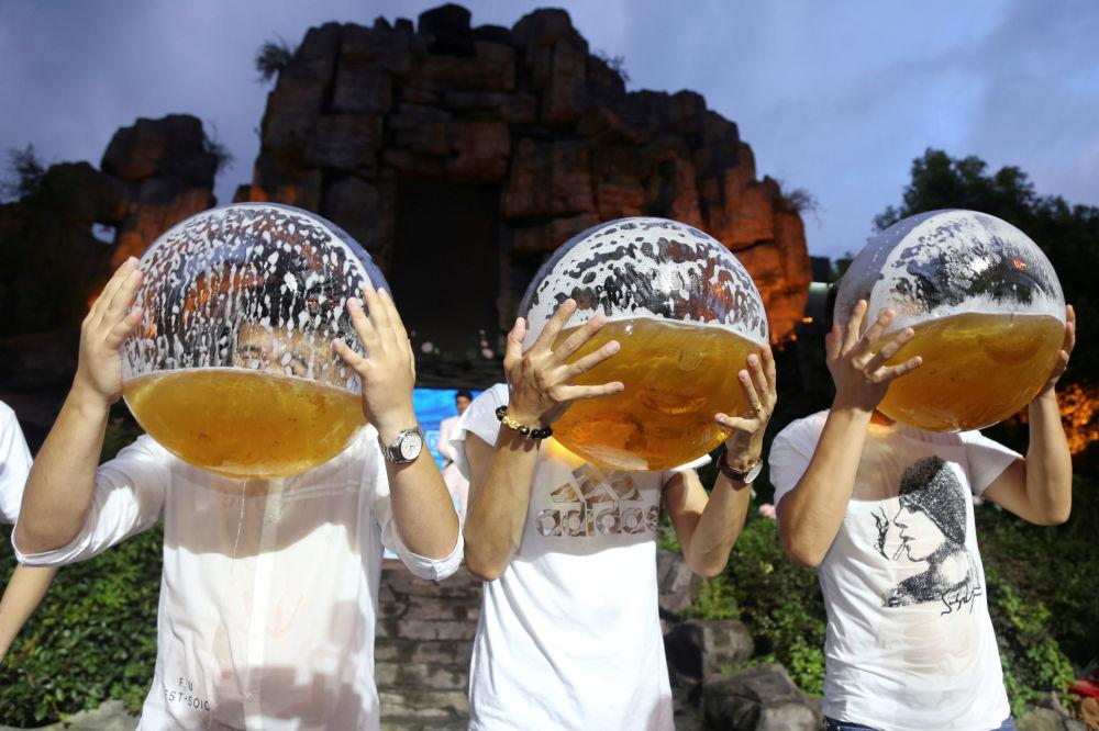 Zawody w piciu piwa w chińskim Hangzhou