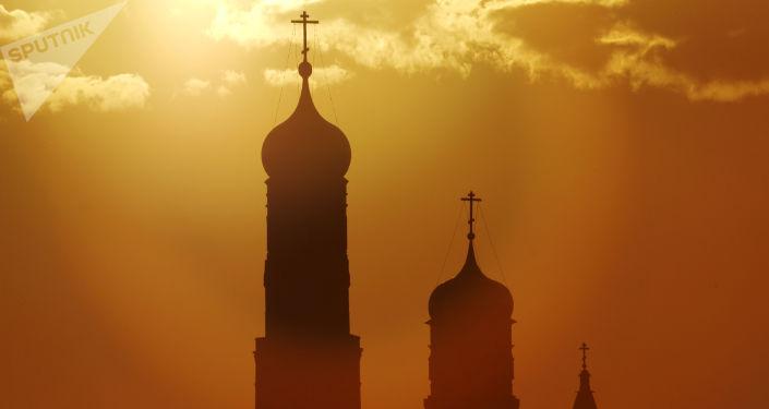 Kopuły dzwonnicy Iwana Wielkiego i cerkwi pod wezwaniem świętego Jana Klimaka