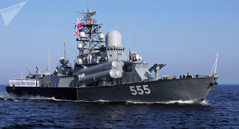 Główna Parada Marynarki Wojennej Rosji. Okręt Gejzer