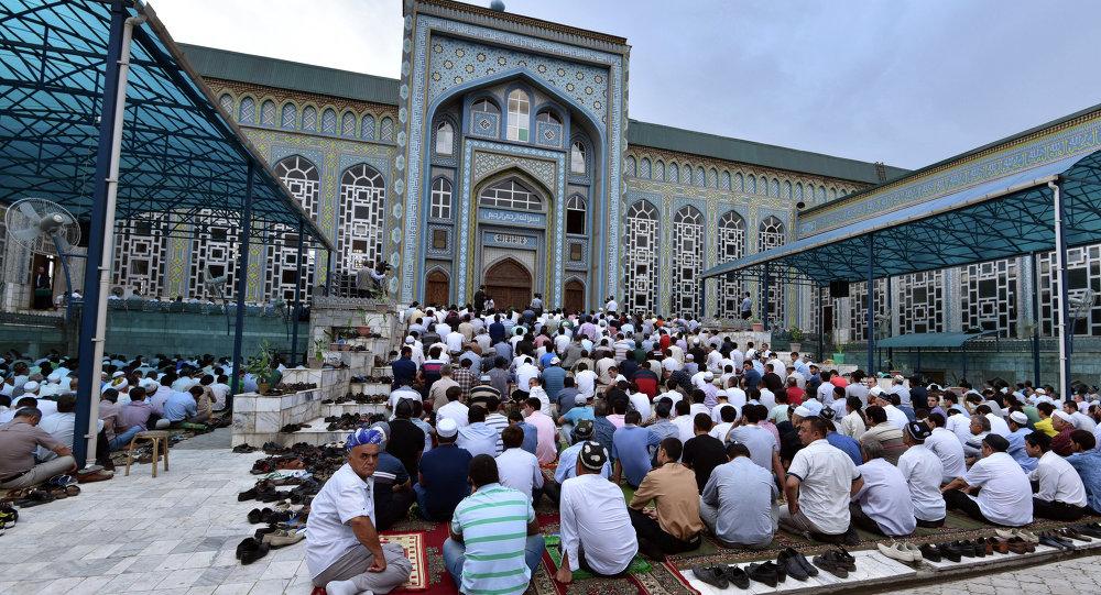 Muzułmanie celebrujący Ramadan