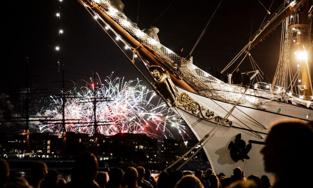 Fajerwerki podczas parady statków SAIL Amsterdam