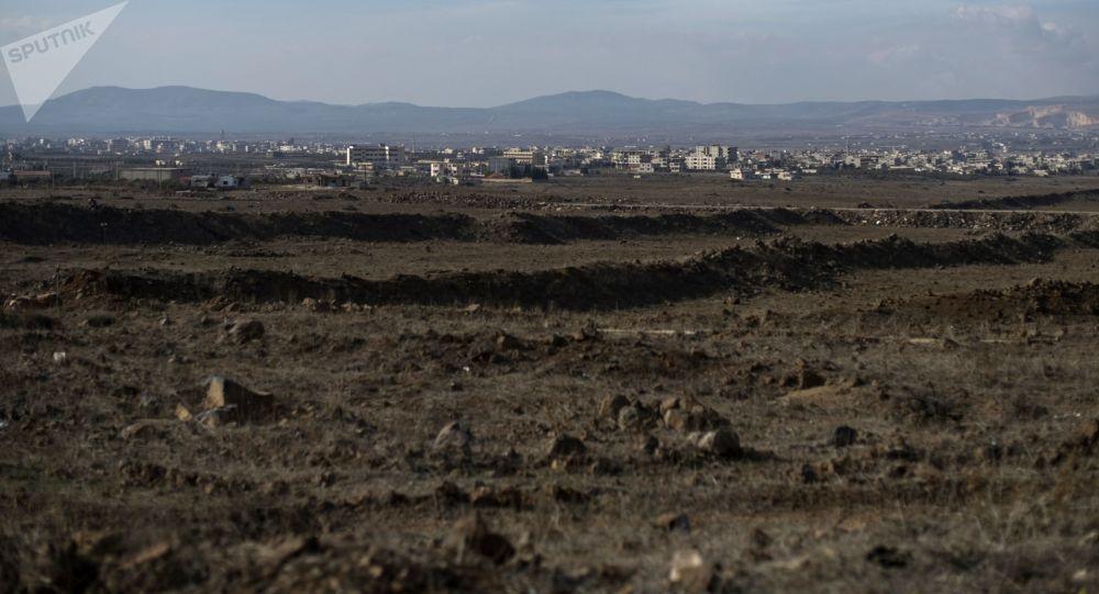 Widok na Wzgórza Golan w wiosce Al-Kom w prowincji Quneitra w Syrii