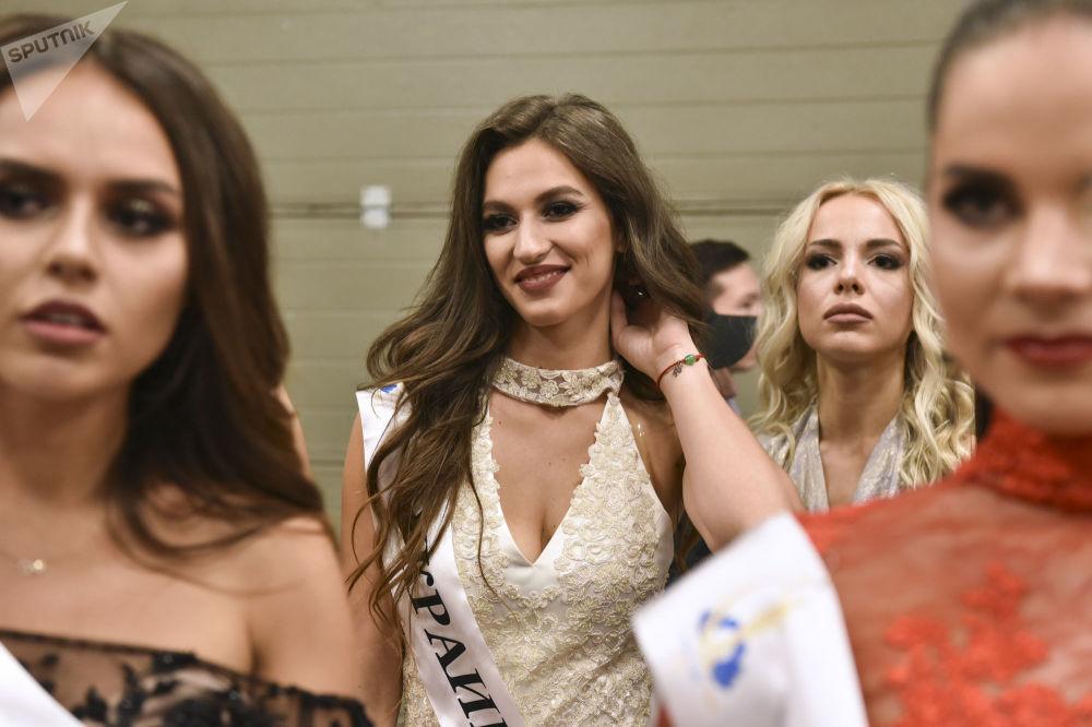 Uczestniczki konkursu piękności Miss WNP 2018