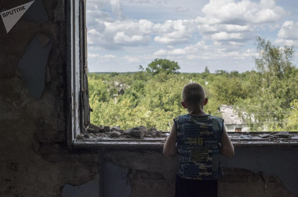 Zniszczony obiekt sportowy, który stał się schronieniem dla mieszkańców Gorłówki