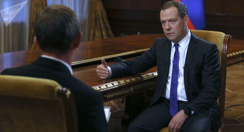 Przewodniczący rosyjskiego rządu Dmitrij Miedwiediew w czasie wywiadu dla gazety Kommersant