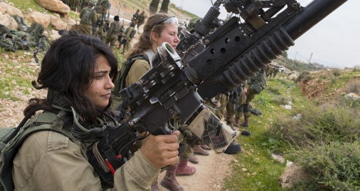 Kobiety z izraelskiego wojska na szkoleniu