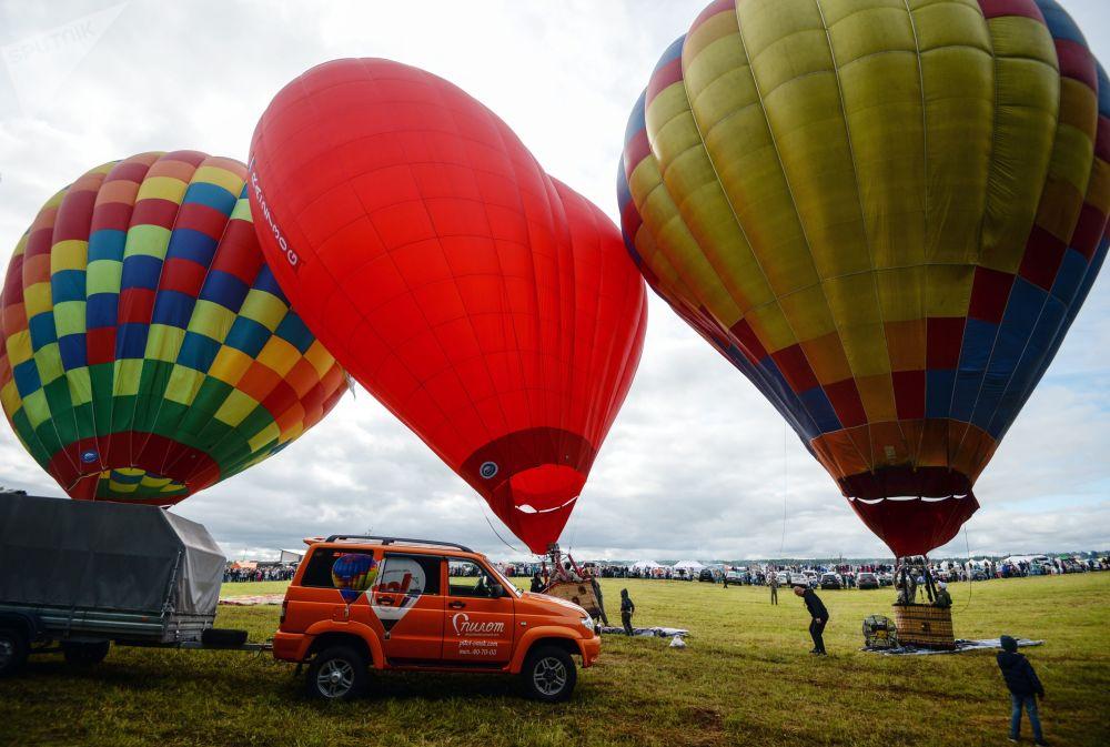 Balony tuż przed lotem podczas święta Gdzie my - tam zwycięstwo