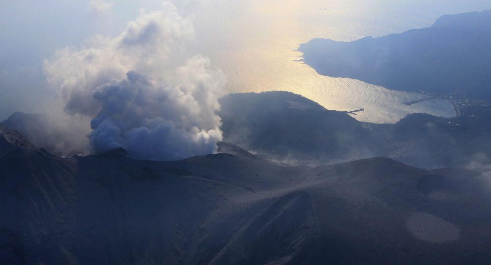 Wybuch wulkanu Shindake na wyspie Kuchinoerabu na południu Japonii