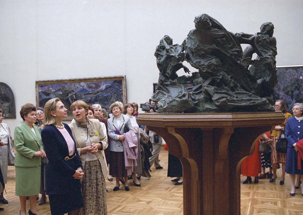 Hillary Rodham Clinton w Państwowej Galerii Tretiakowskiej w Moskwie, 1995 rok