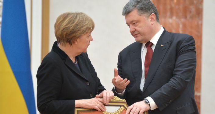 Kanclerz Niemiec Angela Merkel i prezydent Ukrainy Petro Poroszenko w Pałacu Niepodległości w Mińsku