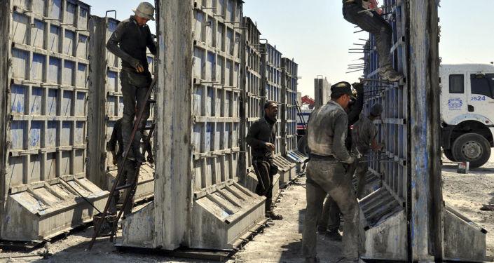 Turcja buduje betonową ścianę na granicy z Syrią