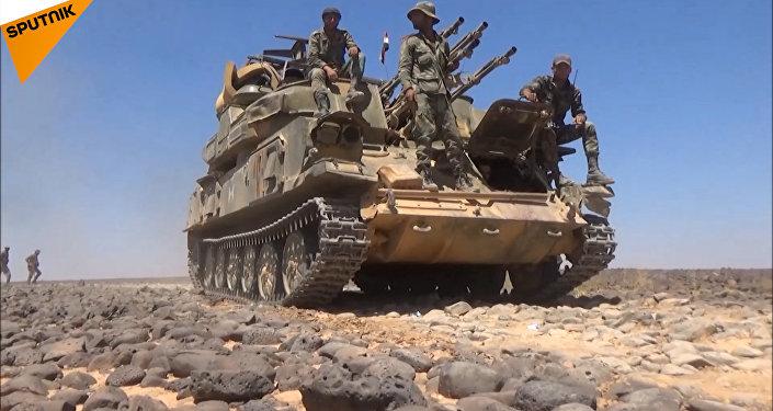 Syryjska armia walczy na pustyni radzieckim sprzętem