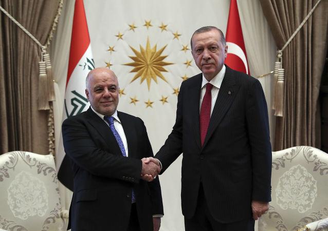Prezydent Turcji Recep Tayyip Erdogan i premier Iraku Hajdar al-Abadi w czasie spotkania w Ankarze