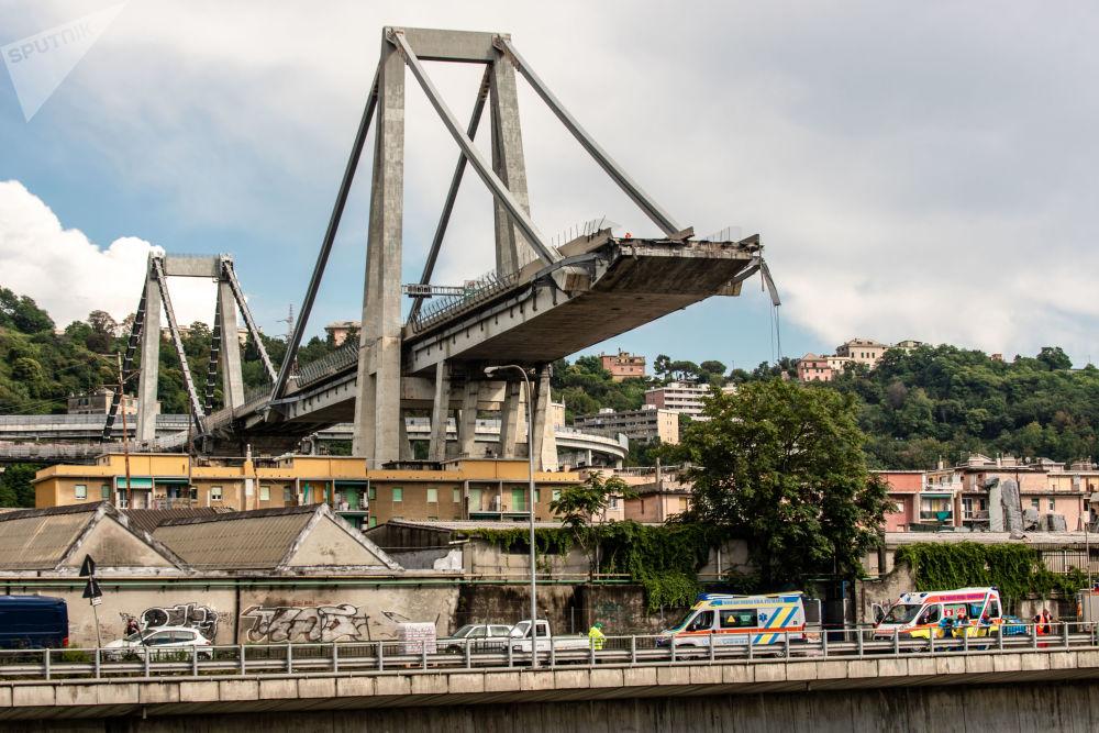 Na miejscu upadku mostu samochodowego Morandi w Genui