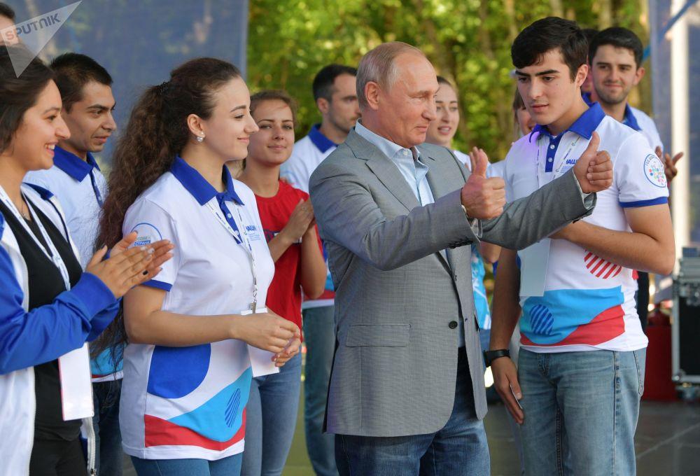 """Prezydent Władimir Putin na Forum Edukacyjnym Młodzieży Północnego Kaukazu """"Maszuk-2018"""" w Piatigorsku"""