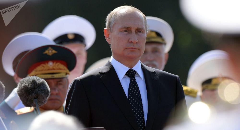 Prezydent Rosji Władimir Putin na świętowaniu Dnia Marynarki Wojennej Rosji w Petersburgu