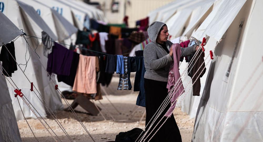 Syryjscy uchodźcy w miasteczku namiotowym w Turcji
