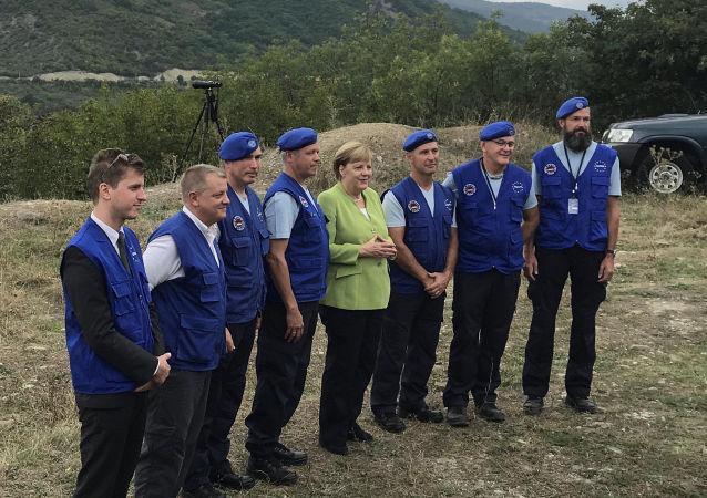 Kanclerz Niemiec Angela Merkel odwiedziła gruzińską osadę Odzisi na granicy z Osetią Południową