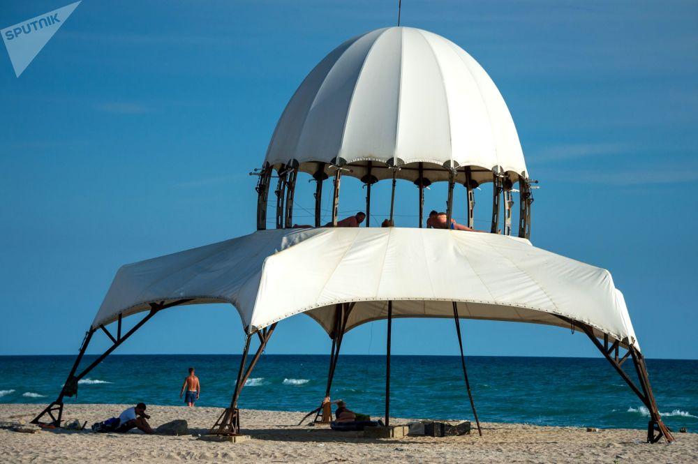 Plaża w miasteczku Popowka na Krymie