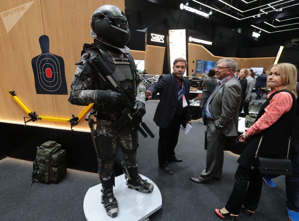 Model wyposażenia żołnierza bojowego na IV Międzynarodowym Forum Wojskowym Armia-2018