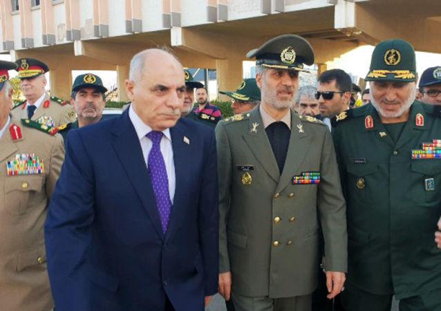 Minister obrony i wsparcia sił zbrojnych Iranu Amir Hatami podczas swojej wizyty w Syrii